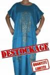 Blaue Djellaba Frau in Lagerabbau
