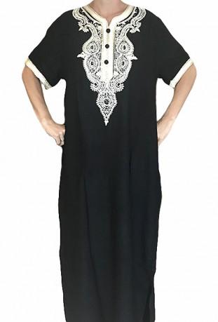 Mujer Djellaba negra con bordados y brillantes