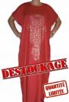 Red Djellaba Frau in Lagerabbau