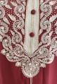Djellaba Frau rot weiße Stickerei und Perlen